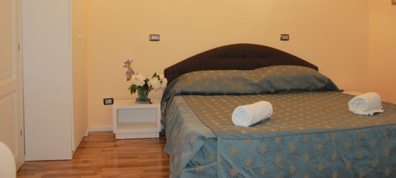 Guest House Flavia B&B - air conditioning, breakfast, fair prices, great services. Call 0768208022 - book@vilaflavia.com